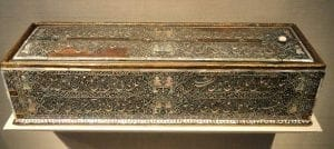 Pen_box_(Qalamdan)_by_Shaykh_Muhammad_(Shaykh_Kamal_Sabzavar),_1587,_Gujarat,_India,_lacquered_teakwood_with_mother-of-pearl_inlay_-_Freer_Gallery_of_Art_-_DSC05236